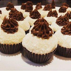 Branquinho de leite ninho e Nutella (mín 25 uni)