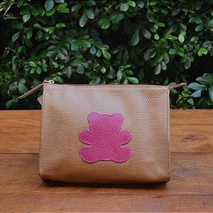 Necessaire Couro Caramelo com Urso Pink