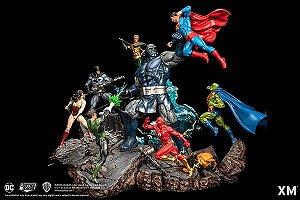 DC Epic Diorama Series - Justice League vs Darkseid - Escala 1/6 (Encomenda)