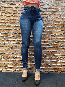 Calça c/ cinto jeans desfiada na barra