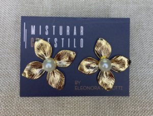 Brinco Flor com Pérola - Dourada