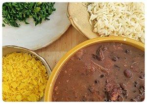 Feijoada do Quibebe com arroz, couve e farofa de milho
