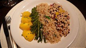 Arroz 7 Grãos, Salada de Feijão Fradinho e Mandioquinha e Vagem Sauté