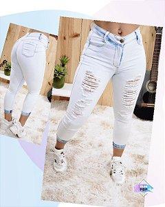 Calça Jeans Capri Clara Destroyed