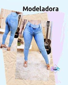 Calça Skinny Jeans com cinto