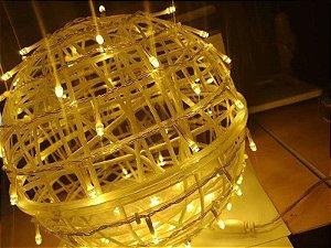Bola Emaranhada Vazada De Plástico 20cm Diâmetro com 50 Leds  Decorativos Branco Quente 127 Voltz R.NTM45000 Unidade