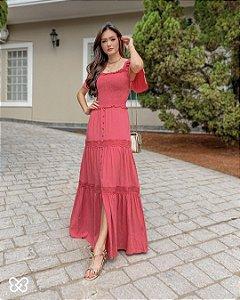 Vestido longo com detalhes de botões fenda frontal Goiaba Fascínius 300100