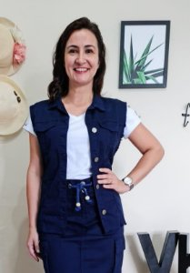 Colete Em Jeans com Desfiado nas Bordas Azul Marinho - Sorenzza Moda Evangélica