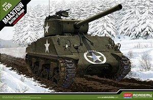 """Academy - M4A3 (76)W Sherman """"Battle of Bulge"""" - 1/35"""