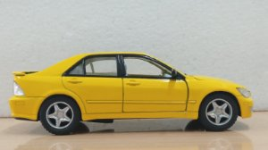 Kinsmart - Lexus IS300 (Sem Caixa) - 1/32