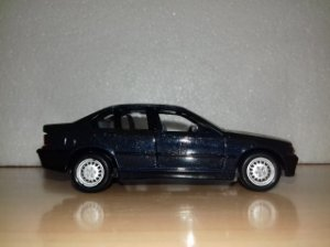 Road Tough - BMW 325i - 1/43