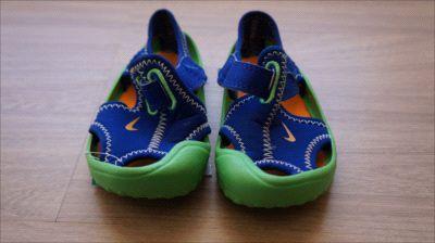 Sandália colorida c/ velcro - Nike 18/19