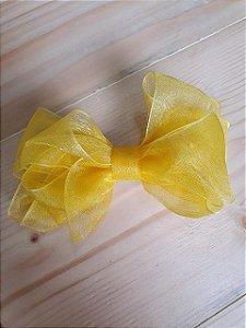 Laço sobreposto amarelo