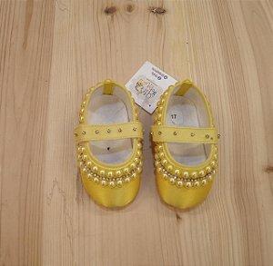 Sapatinho amarelo com pérolas - nº 17