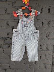 Jardineira jeans listrada - Oshkosh 6 meses