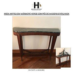 MESA DE APOIO ANTIGA LUIS XV EM MÁRMORE VERDE COM PÉS DE MADEIRA ENTALHADA