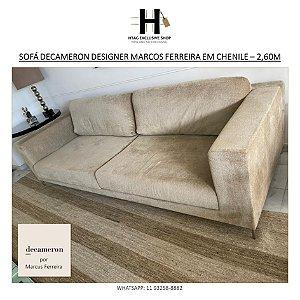 SOFÁ DECAMERON DESIGNER MARCUS FERREIRA EM CHENILLE CAMELO – 2,60M