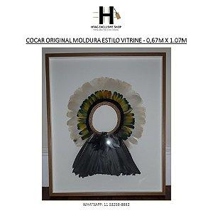 COCAR ORIGINAL EM MOLDURA ESTILO VITRINE FUNDO BRANCO – 0,67M X 1.07M
