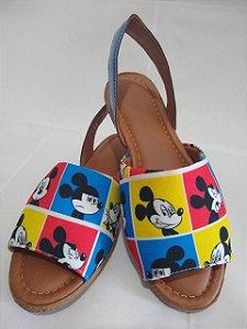 Sandália Personagens Disney super confortável lindas para seus pés.