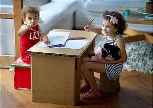 Mesinha de papelão para crianças