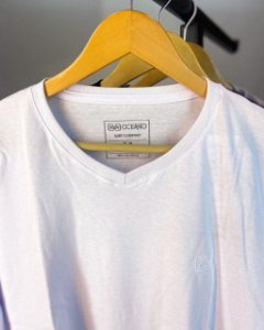 Camiseta Oceano Gola V Masculina