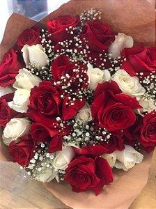 Buquê Maravilha de Rosas Colombianas vermelhas e brancas