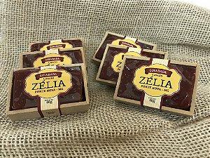 Mini goiabada Zélia na caixa
