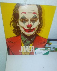 Placa Decorativa Amarela Joker