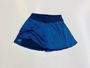 Saia short  azul lua com saia em renda jacquard e short Emana
