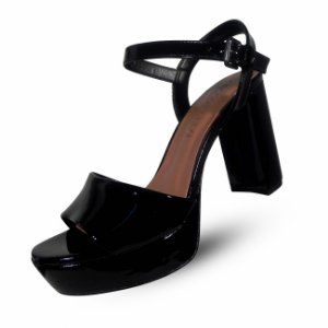 Sandália salto grosso com meia pata verniz preto cecconello