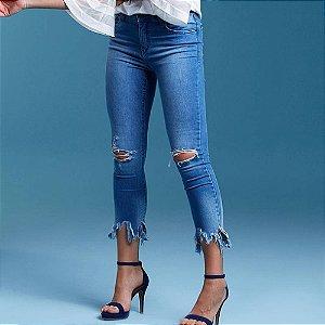 Calça jeans skinny cropped barra assimétrica its & co