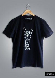 Camiseta Masculina Two Outs Preta