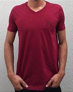 Camiseta Acostamento Masculina Básica Gola V Bordô