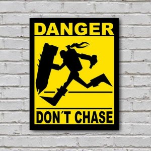 Placa de Parede Decorativa: Danger! Don't Chase