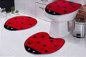 Jogo de Banheiro em Pelúcia - Joaninha 3 PEÇAS Tecido Superior: 100% Acrílico Base: 100% Poliéster