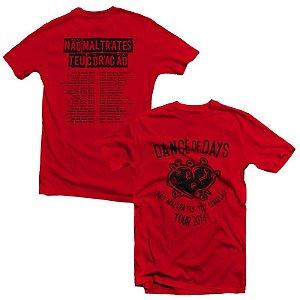 """Dance of Days """"Não Maltrate Teu Coração Tour 2014"""" Camiseta Vermelha"""