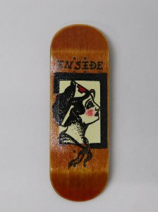 SHAPE FINGERBOARD INSIDE DECK