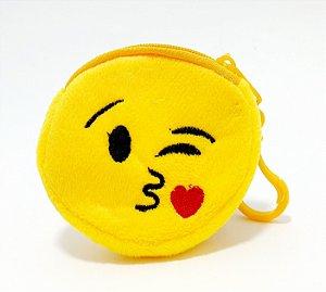 Chaveiro Porta Níquel De Pelúcia Com Zíper - Temático Emoji Beijo