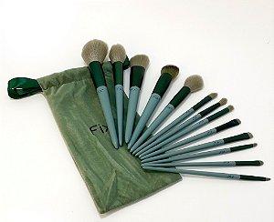 13 Pincéis De Maquiagem Com Cabo De Madeira Verde E Necessaire De Veludo