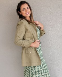 Parka Coutz acinturada com bolso e botões frontal