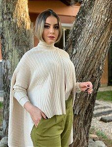 Blusa Biamar tricô estilo capa gola alta manga longa cor off
