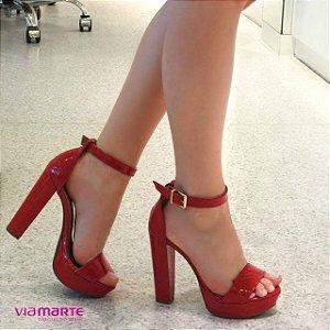 Sandália Feminina Vermelha Verniz Com Fivela Dourada Via marte