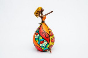 Bailarina pequena feita em cabaça e biscuit | Artista: Letícia Baptista