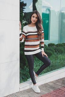 Blusa tricot de listras com pelinho
