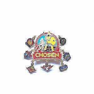 Pin, Chosen, com sete pingentes de eventos anteriores