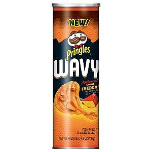 PRINGLES Wavy importada sabor Cheddar 137g