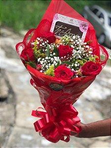 """Buque com 6 rosas e barra de chocolate """"eu te amo"""""""