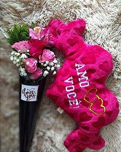 cone de flores e pelucia