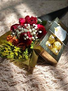 Cone de flores com chocolates Ferrero Rocher
