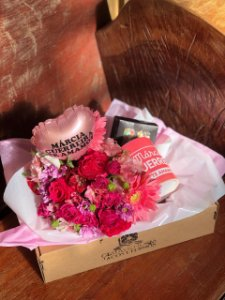 gift box delicias com caneca personalizada